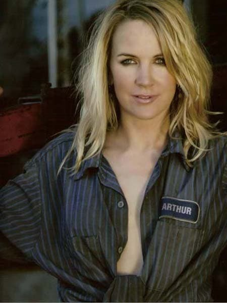 Renee O´Connor será lesbiana en Army Wives
