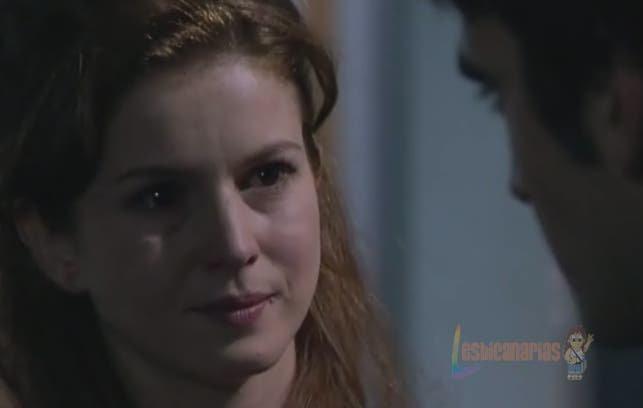 Silvia hablando con Montoya