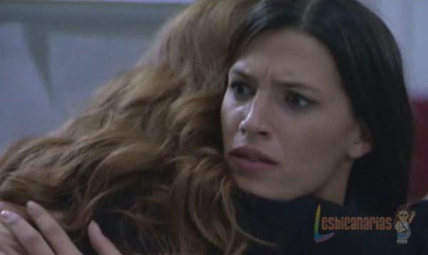 Silvia abrazando a Pepa