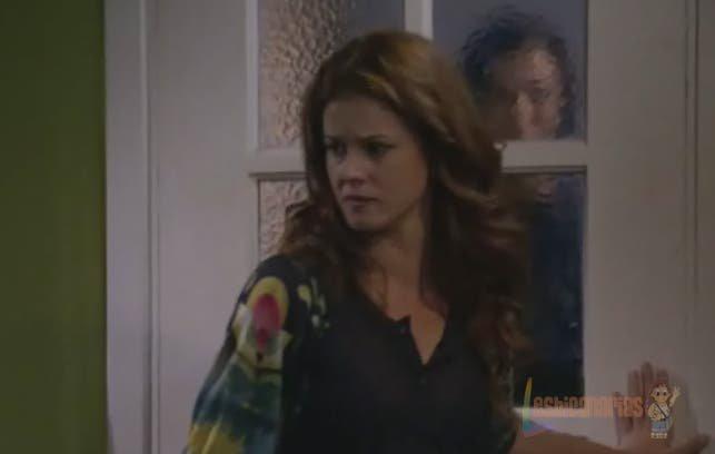 Silvia cerrándole la puerta a Pepa