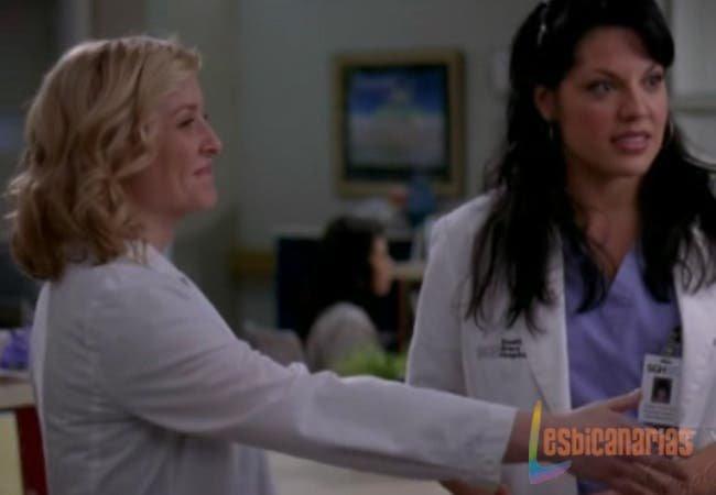 Callie y Arizona presentándose