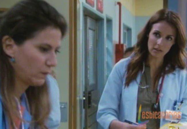 Maca y Esther Mini Resumen de Episodio 17×10 «Manos Arriba»