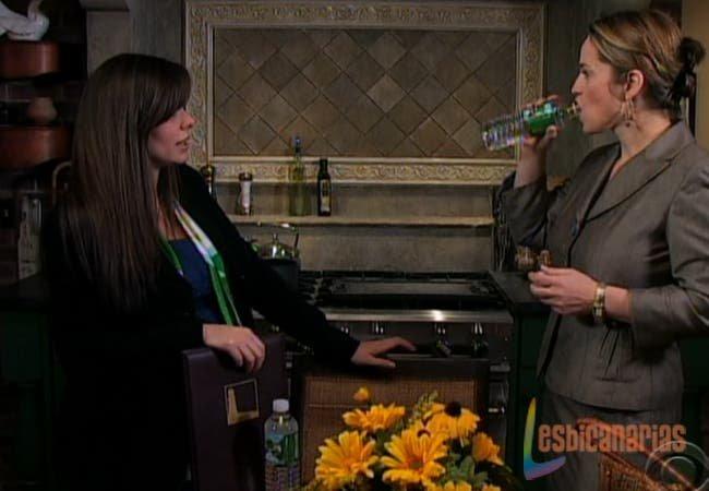 Olivia y Natalia hablando