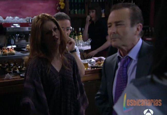 Silvia apaciguando a su padre