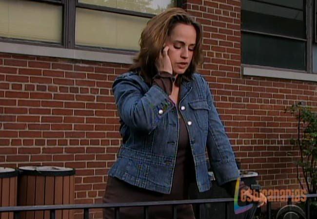 Olivia intentando llamar a Natalia