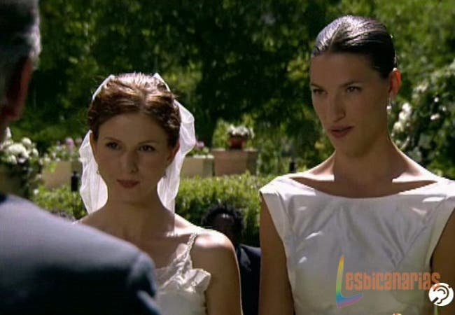 Pepa y Silvia casándose