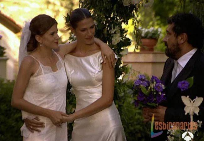 Pepa y Silvia en su boda