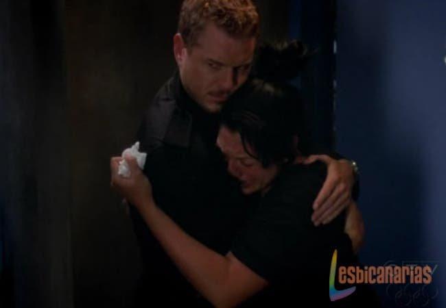 Mark consolando a Callie