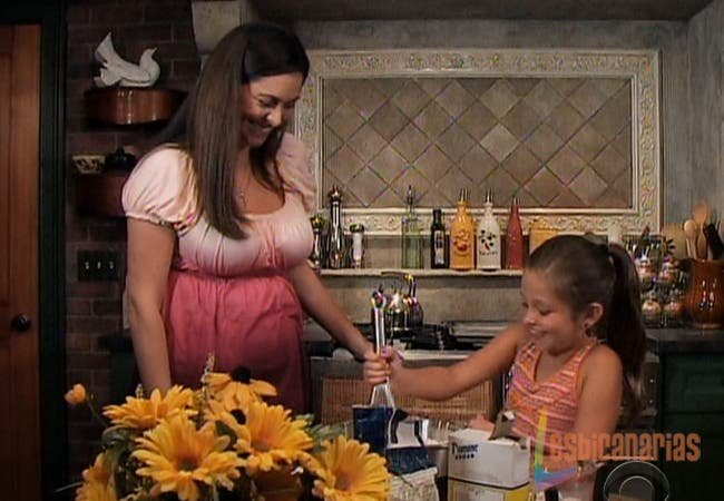 Emma y Natalia haciendo galletas