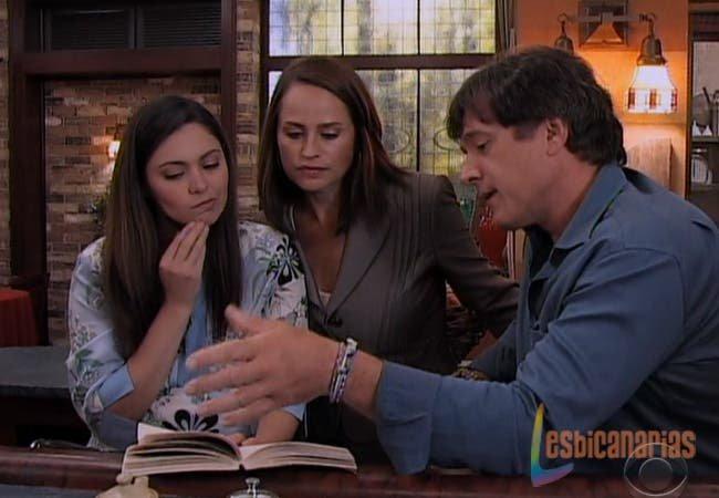 Olivia, Natalia y Frank buscando nombres