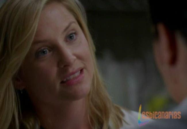 Arizona mirando a Callie