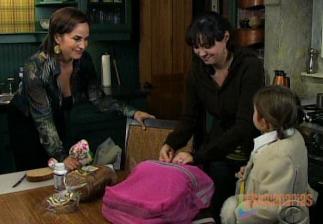 Olivia, Natalia y Emma en el comedor