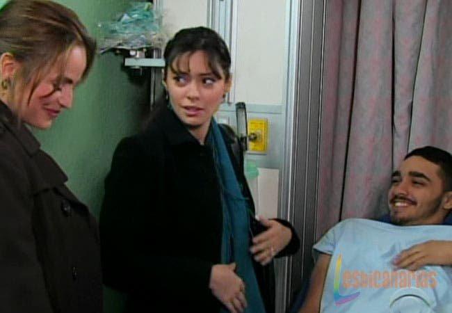 Olivia y Natalia cuidando a Rafe