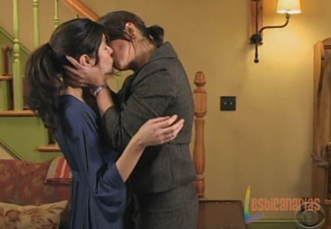 Olivia besando a Natalia en Guiding Light