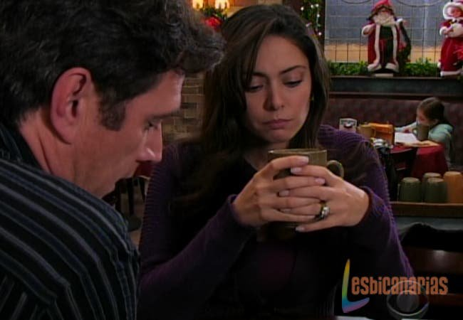 Natalia hablando con Frank en Guiding Light