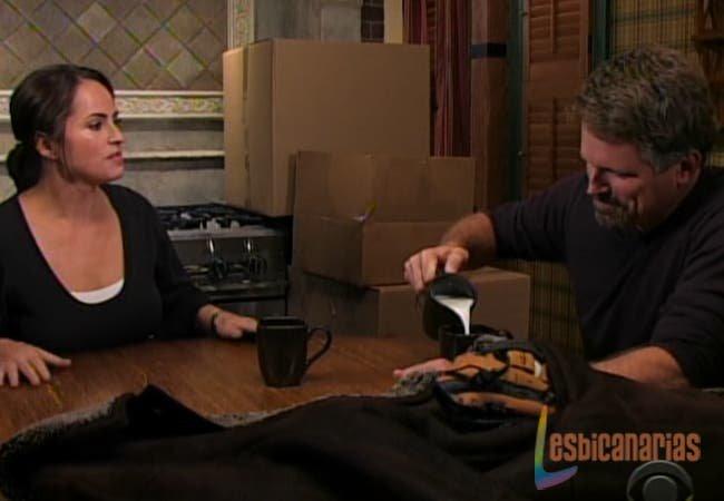 Olivia hablando con Josh en Guiding Light