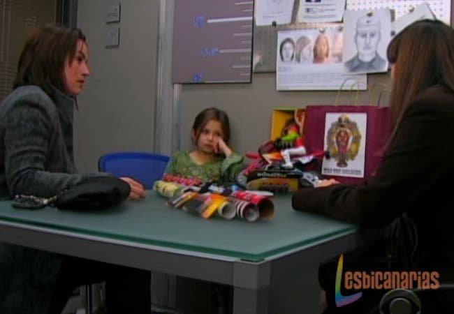 Olivia y Natalia hablando con Emma