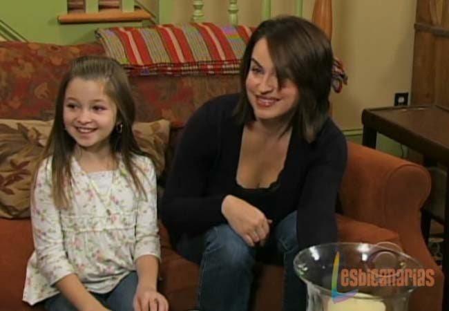 Olivia y Emma sonriendo