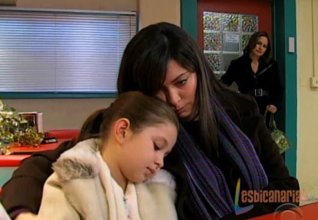 Natalia consolando a Emma