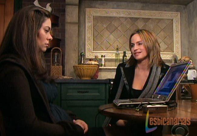 Natalia y Olivia hablando