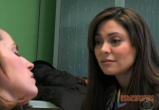 Natalia cuidando de Olivia