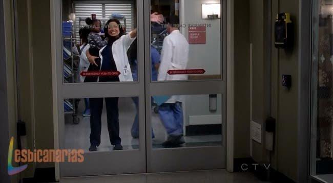 Callie lleva a Zola al hospital