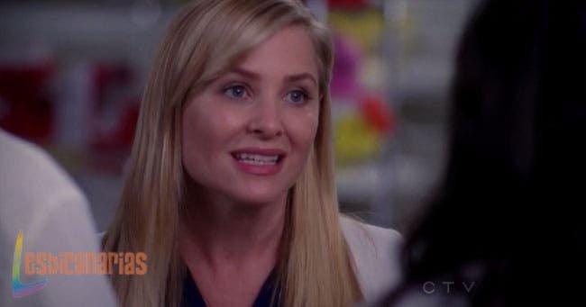 Arizona explicándole los nombres a Callie