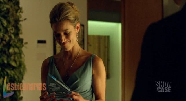 Lauren sonriendo con su premio