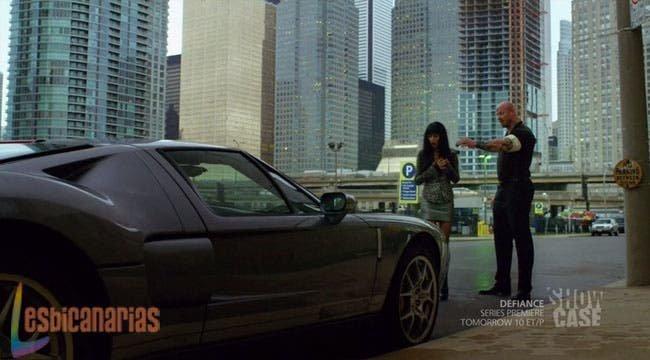 Kenzi enamorada del coche de la Morrigan