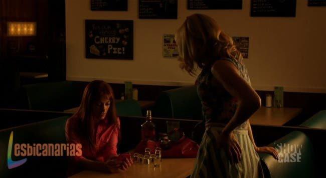 Lauren intentando usar el teléfono de Crystal