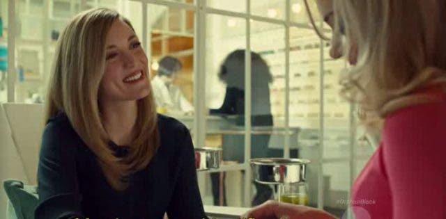 delphine-sonriendo