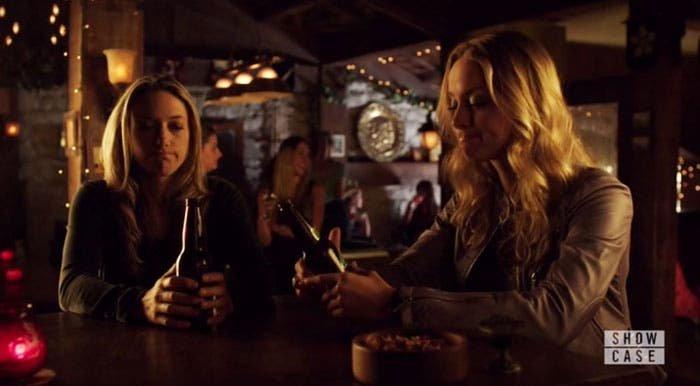 Lauren y Tamsin bebiendo