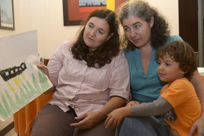 Las parejas homosexuales ya pueden adoptar en Colombia