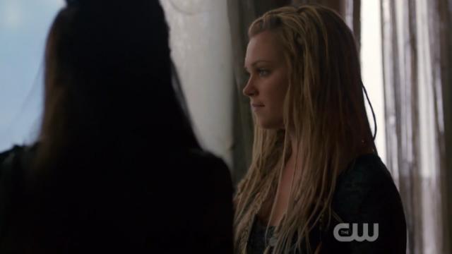 Eso de que se le note cuánto ama a Lexa sin ni siquiera estar con ella en la habitación. ESO.