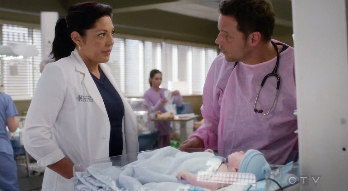 Callie le pide ayuda a Alex