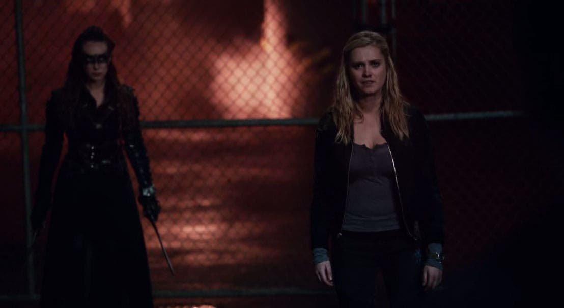 Clarke y Lexa caminando