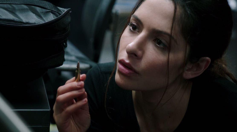 Shaw mirando la bala
