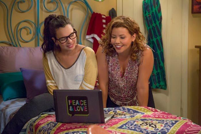 Elena y Penelople hablando