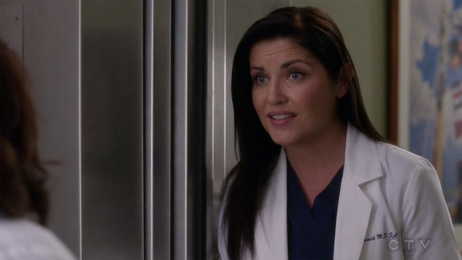 Eliza hablando con Bailey