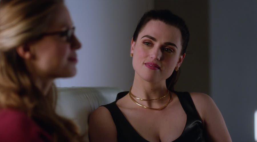 Lena Luthor y Kara Danvers platicando