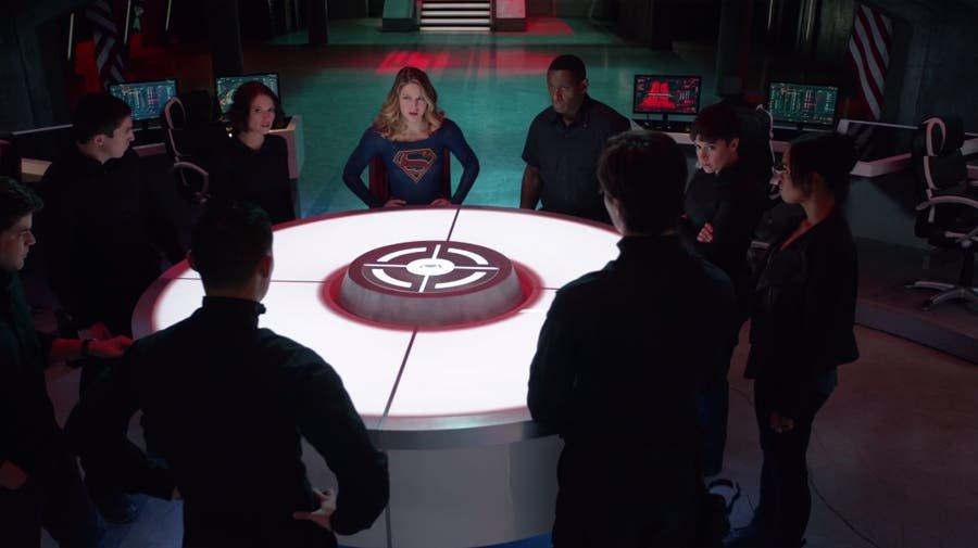 Supergirl en la DEO