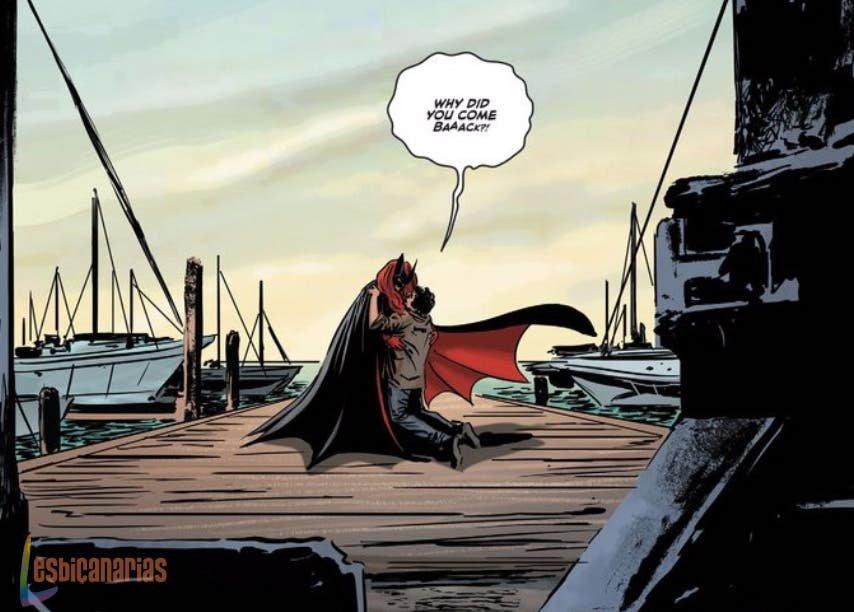 Batwoman hablando con Rafael