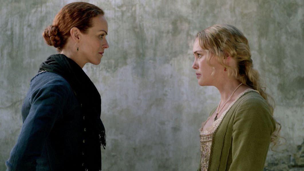 Eleanor y la señora Hudson hablando
