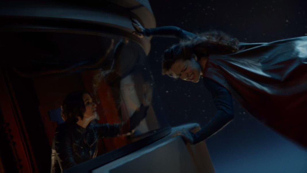 Supergirl salva a Alex