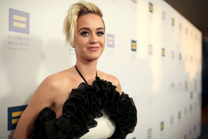 Katy Perry asegura haber hecho más que «besar a una chica»