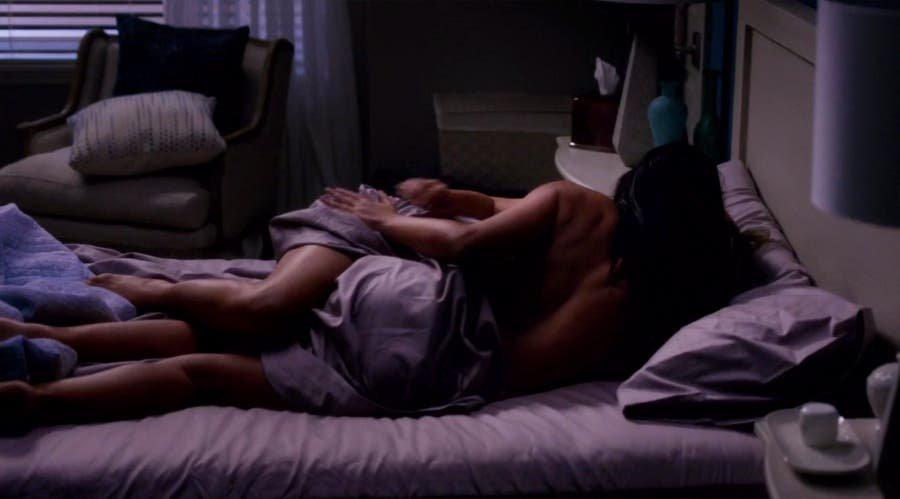 Arizona y Eliza en la cama