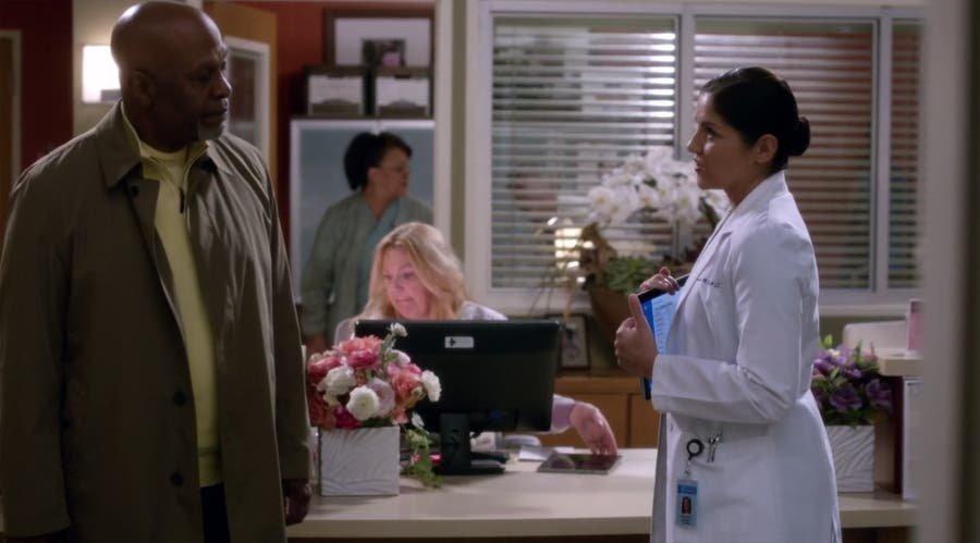 Eliza y Webber hablando
