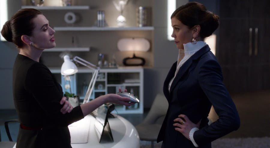 Lena y Rhea en la oficina