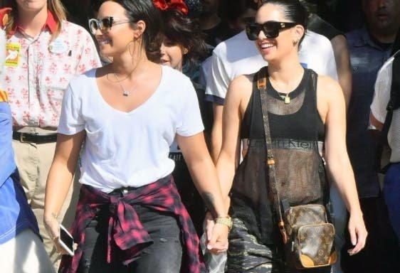 ¿Demi Lovato con novia en Disney?