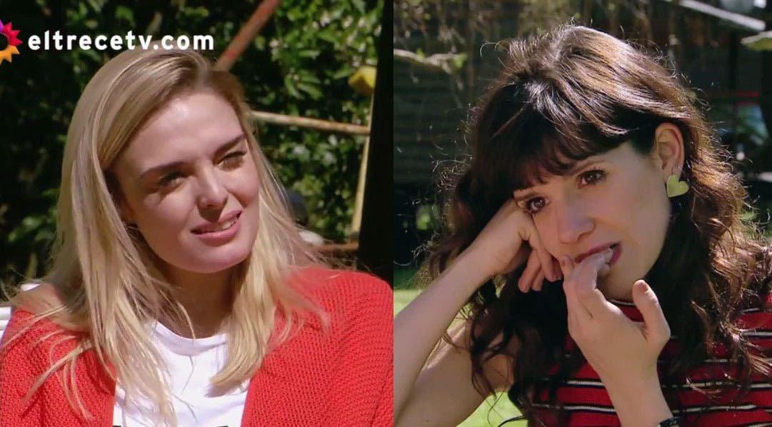 Flor y Elena midiéndose